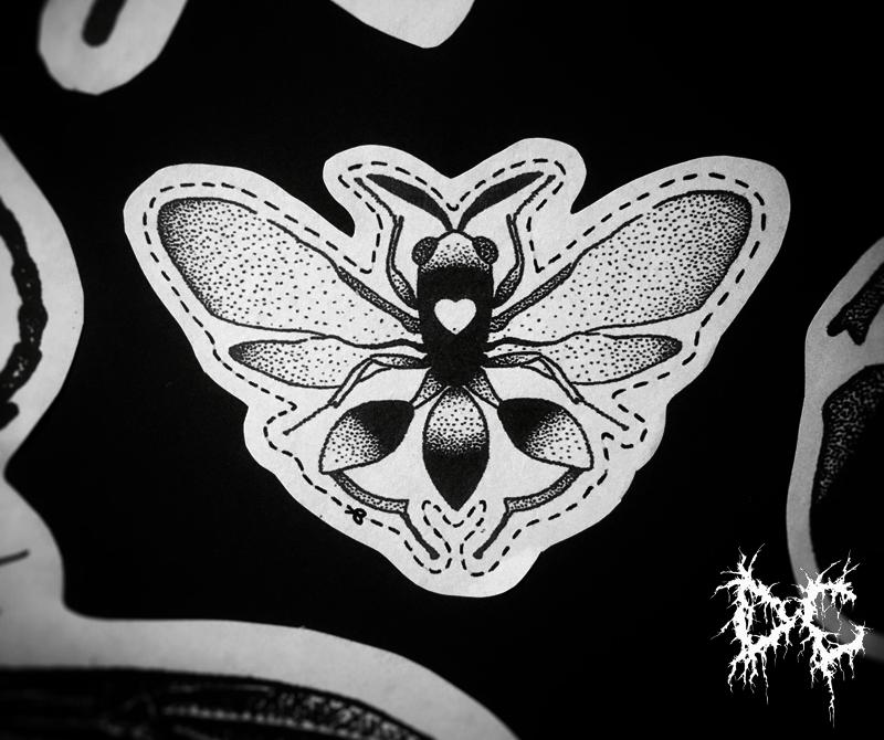 Dobry Chłopiec Tattoo - tatuaż mucha muszka serduszko dotwork