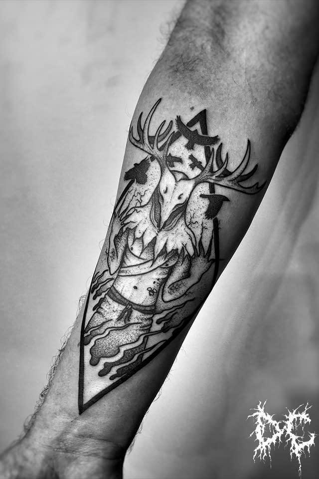 Dobry Chłopiec Tattoo Lublin - tatuaż Leszy dotwork wzór projekt na przedramieniu