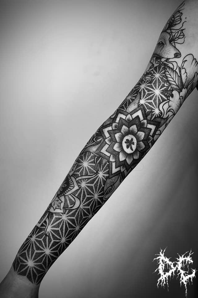 Dobry Chłopiec Tattoo Lublin - tatuaż projekt rękaw mandala dotwork
